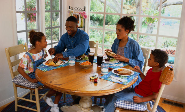 You can protect your children against obesity with a family meal a day
