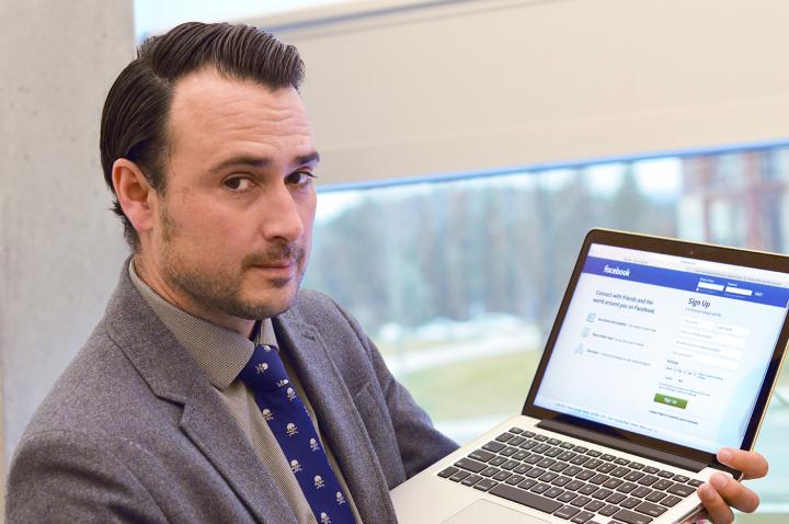 UBC Okanagan Professor Michael Woolworth finds manipulators less convincing online.