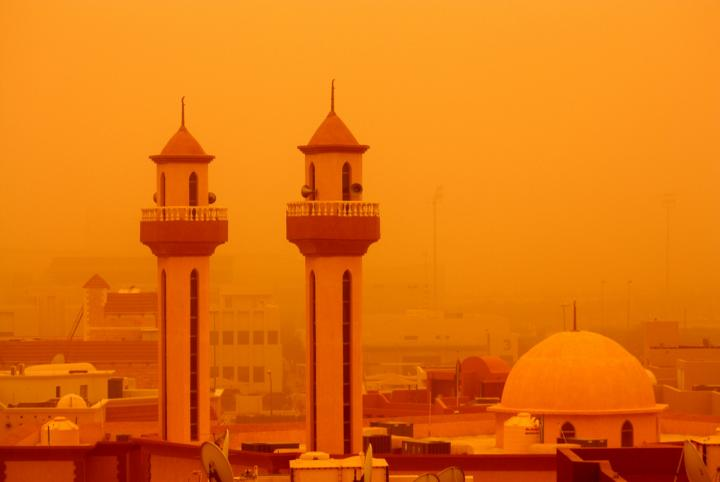 Plagued by heat and dust: Desert dust storms such as here in Kuwait could occur more often in the Middle East and North Africa as a result of climate change. Credit: Molly John, Flickr, Creative Commons