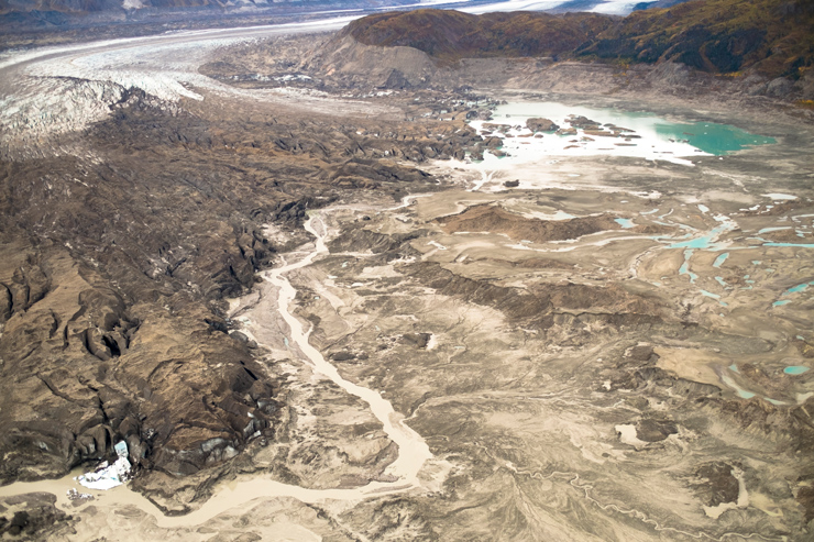 Melting glacier leads to first modern 'river piracy'
