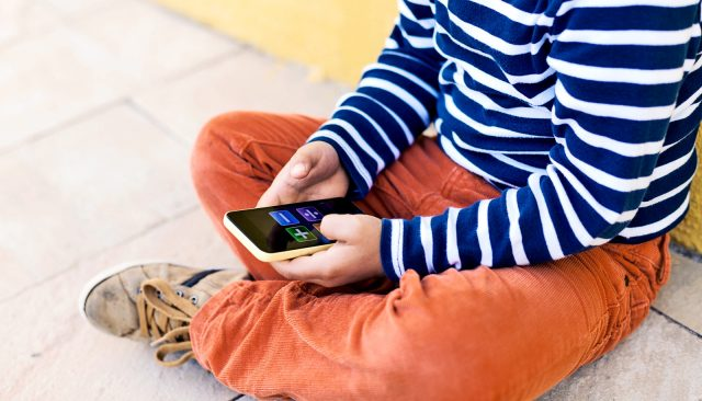 9 signs your child may be addicted to screens