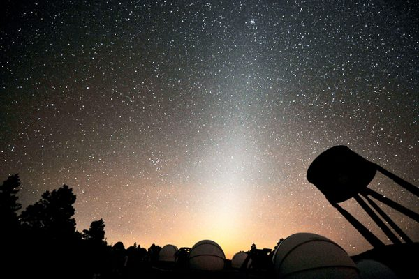 Dust and starlight shape future exoplanet exploration